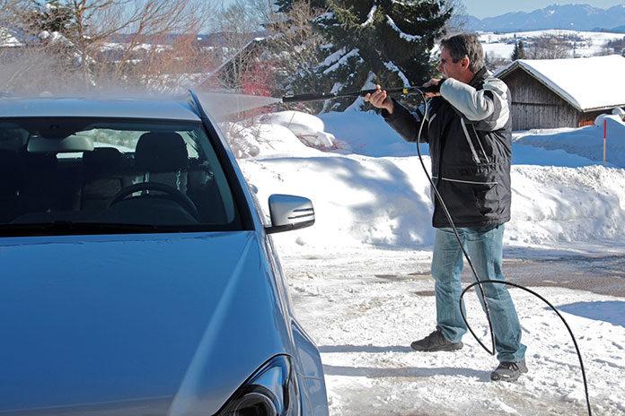 Mycie auta zimą - o czym warto pamiętać?