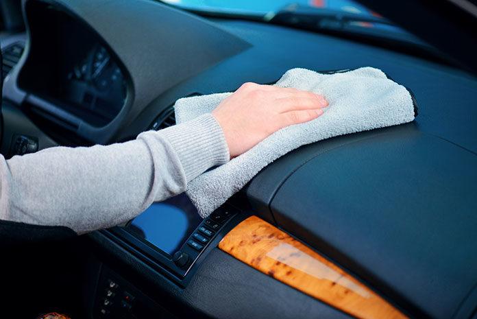 Jak walczyć z wilgocią w samochodzie?