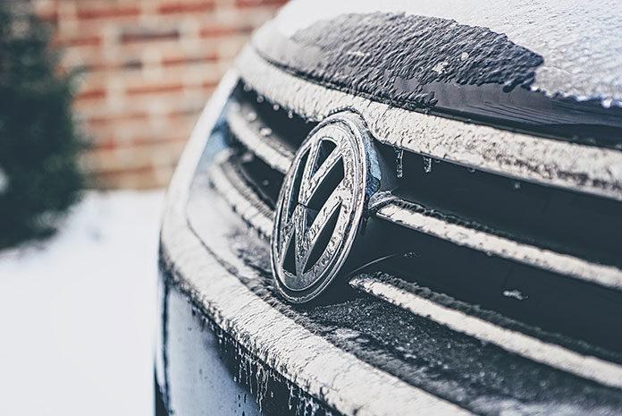 Jak jeździć zimą, by bezpiecznie dotrzeć do celu?